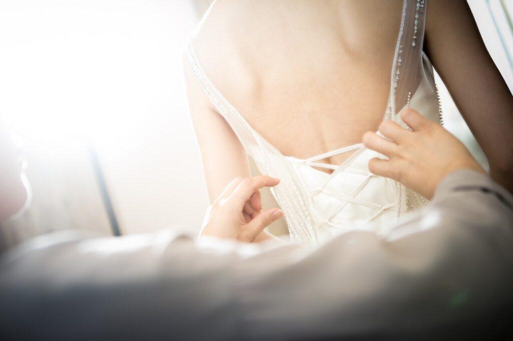 lingerie qui se marie parfaitement à la robe
